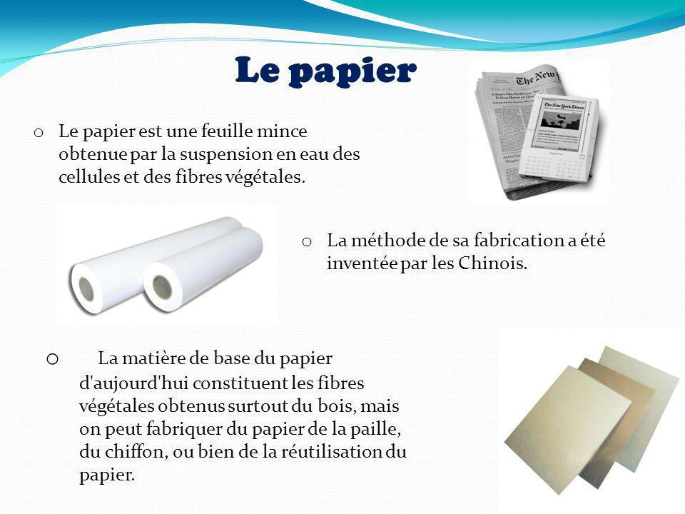 Le papier o Le papier est une feuille mince obtenue par la suspension en eau des cellules et des fibres végétales. o La méthode de sa fabrication a ét