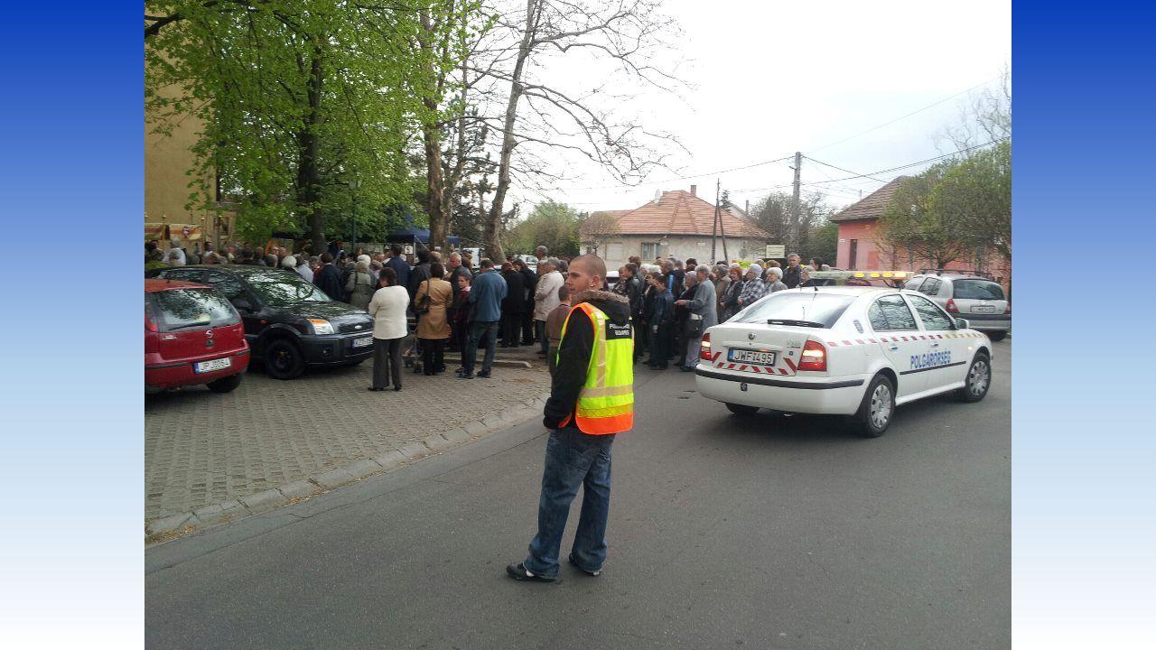 Elsődleges intézkedések Haladéktalanul értesíti a rendőrséget (baleset jellege, sérültek száma, veszélyhelyzet foka) Jelzőőri tevékenységet rendőr megérkezéséig önállóan, azt követően a rendőr utasításának megfelelően végzi Rendőri intézkedést igénylő baleset helyszínén: