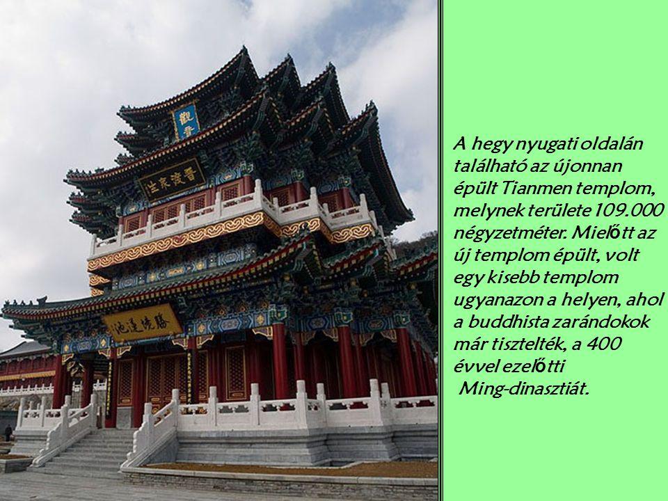 A hegy nyugati oldalán található az újonnan épült Tianmen templom, melynek területe 109.000 négyzetméter.