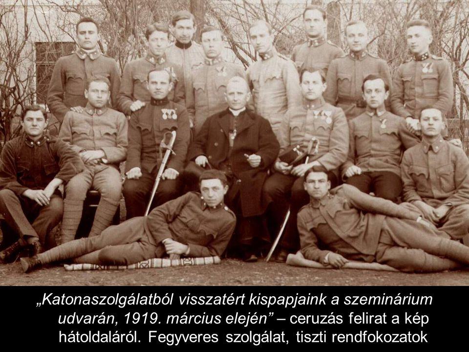 """""""Katonaszolgálatból visszatért kispapjaink a szeminárium udvarán, 1919."""