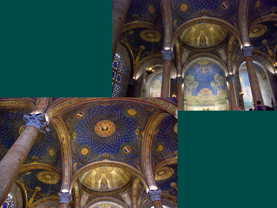 Az 1919 és 1924 között épült bazilika homlokzatát a helyszíni ásatásoknál feltárt mozaikokkal díszítették.