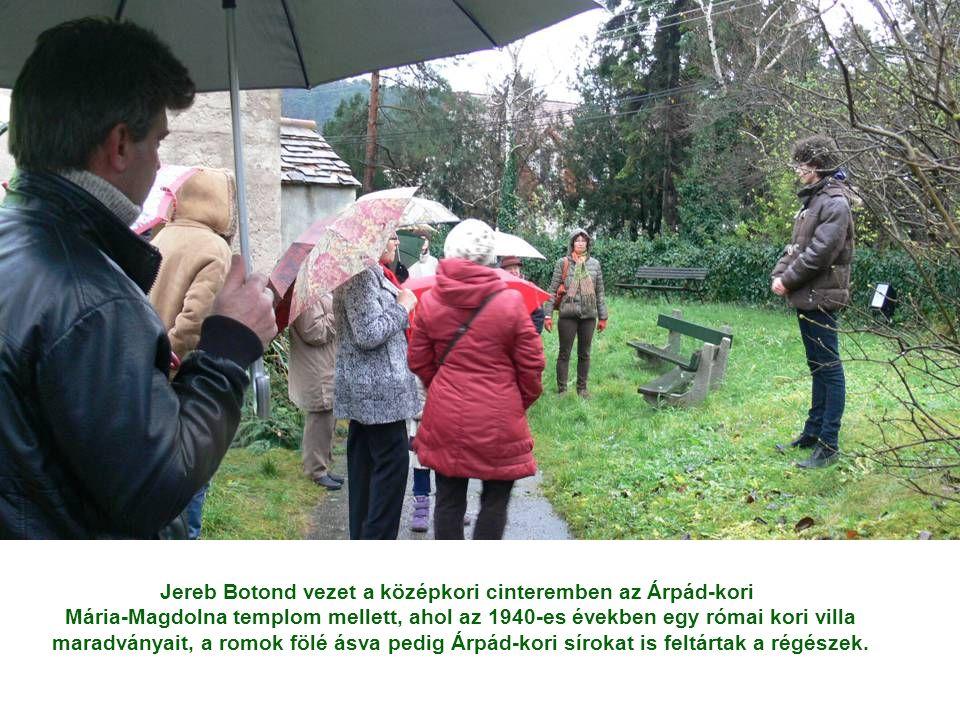 Jereb Botond vezet a középkori cinteremben az Árpád-kori Mária-Magdolna templom mellett, ahol az 1940-es években egy római kori villa maradványait, a