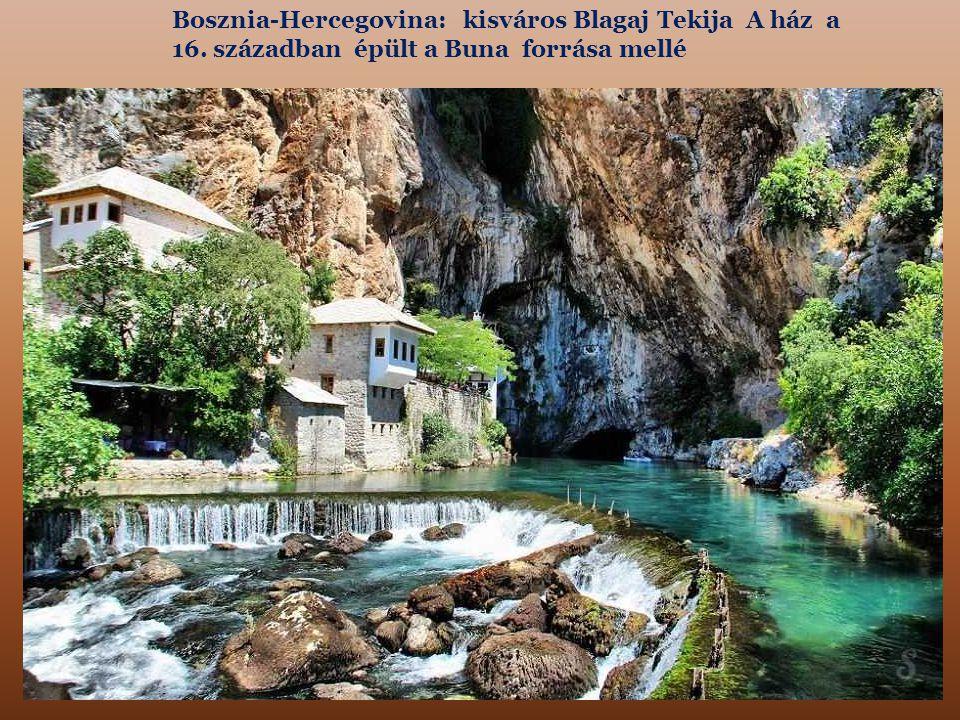 Bosznia-Hercegovina: kisváros Blagaj Tekija A ház a 16. században épült a Buna forrása mellé
