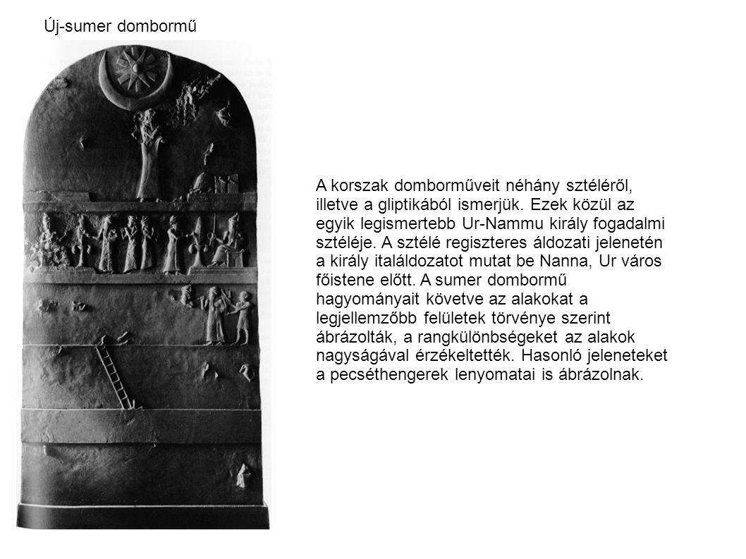 Új-sumer dombormű A korszak domborműveit néhány sztéléről, illetve a gliptikából ismerjük. Ezek közül az egyik legismertebb Ur-Nammu király fogadalmi