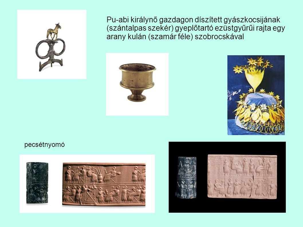 Pu-abi királynő gazdagon díszített gyászkocsijának (szántalpas szekér) gyeplőtartó ezüstgyűrűi rajta egy arany kulán (szamár féle) szobrocskával pecsé