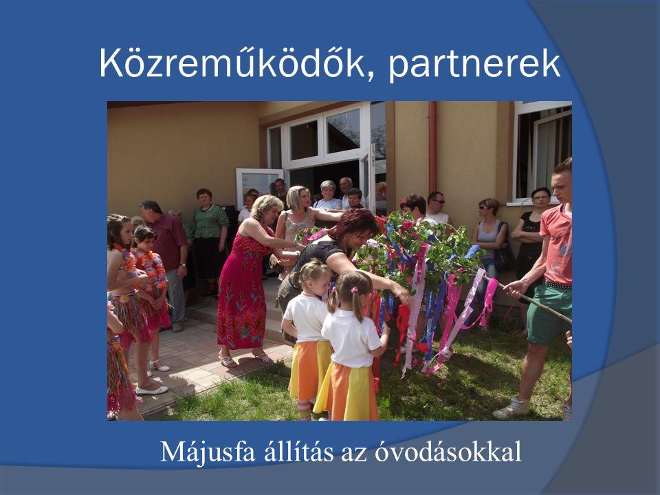 Közreműködők, partnerek Májusfa állítás az óvodásokkal
