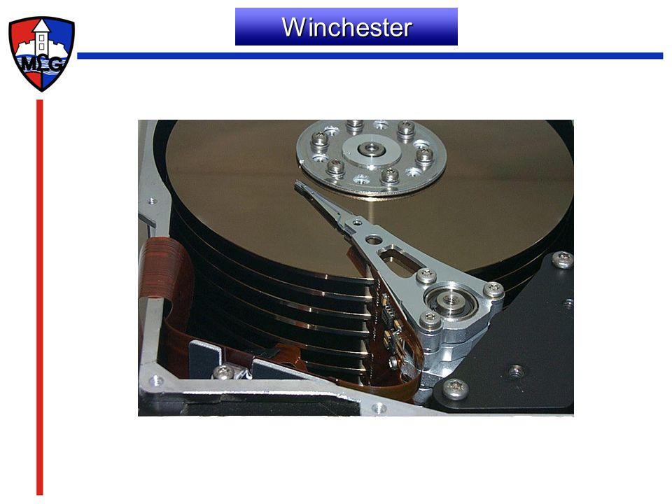 A lemez részei A sáv: a lemezeket koncentrikus körökre osztjuk A szektor: a sávok egyenlő hosszúságú részei –szektorfej (adminisztratív célokat szolgál, sáv, fej szektor és hossz) –adatblokk A cilinder: az egymás felett elhelyezkedő szektorok
