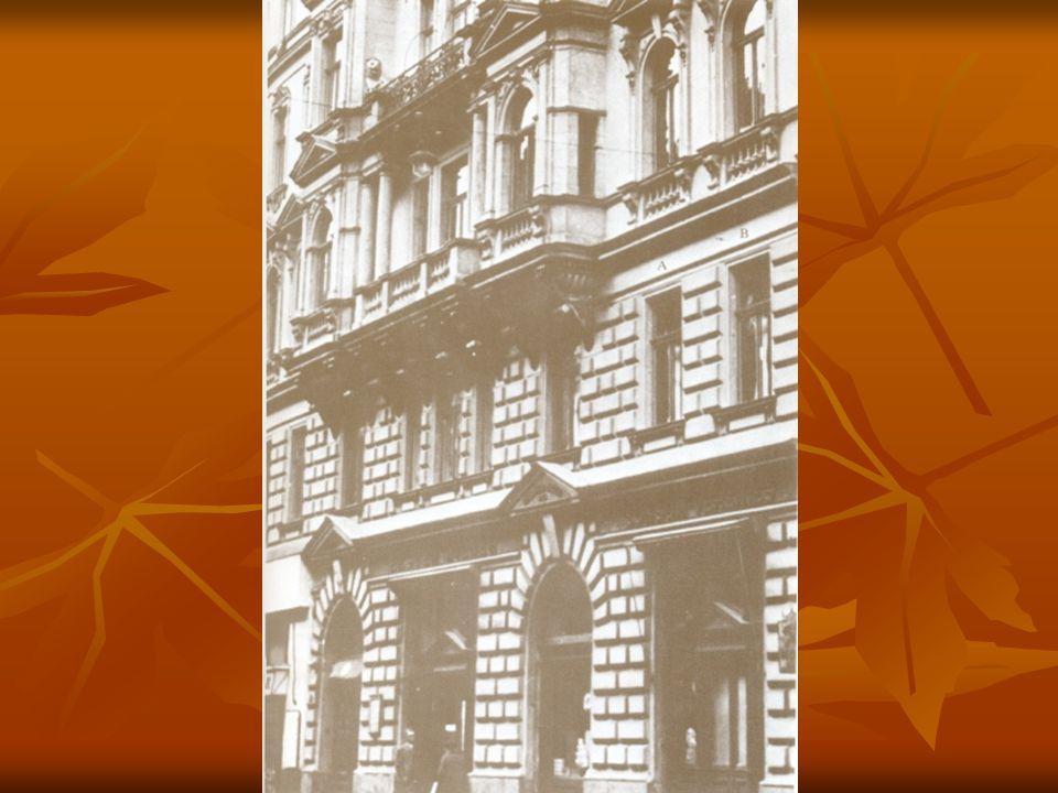 Freud élete 1856 – Freiberg → Bécs 1856 – Freiberg → Bécs 1876 – Ernst Brücke intézetében dolgozik 1876 – Ernst Brücke intézetében dolgozik 1885 – magántanár a Bécsi Egyetemen 1885 – magántanár a Bécsi Egyetemen 1886 – ösztöndíjjal Charcot-nál 1886 – ösztöndíjjal Charcot-nál 1900 - Álomfejtés 1900 - Álomfejtés 1908 – A Bécsi Pszichoanalitikusok Társasága nemzetközi kongresszust tart 1908 – A Bécsi Pszichoanalitikusok Társasága nemzetközi kongresszust tart 1938 – menekül Bécsből 1938 – menekül Bécsből 1939 – Londonban hal meg 1939 – Londonban hal meg