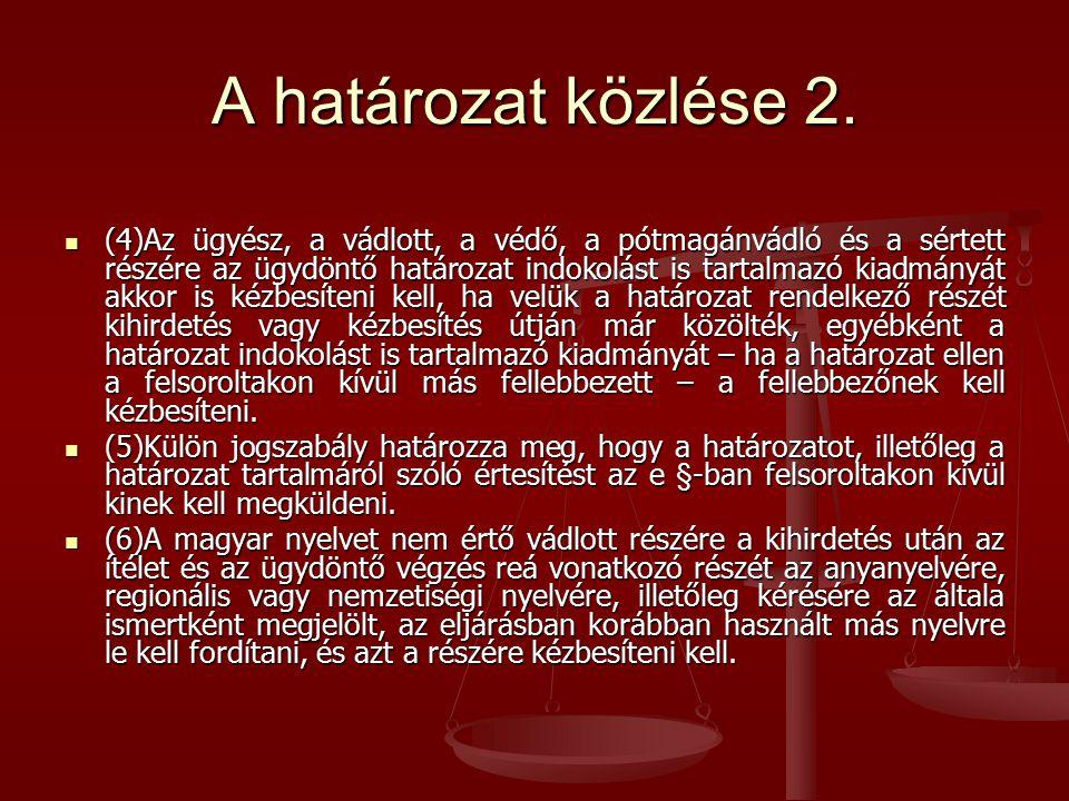 A határozat közlése 2. (4)Az ügyész, a vádlott, a védő, a pótmagánvádló és a sértett részére az ügydöntő határozat indokolást is tartalmazó kiadmányát