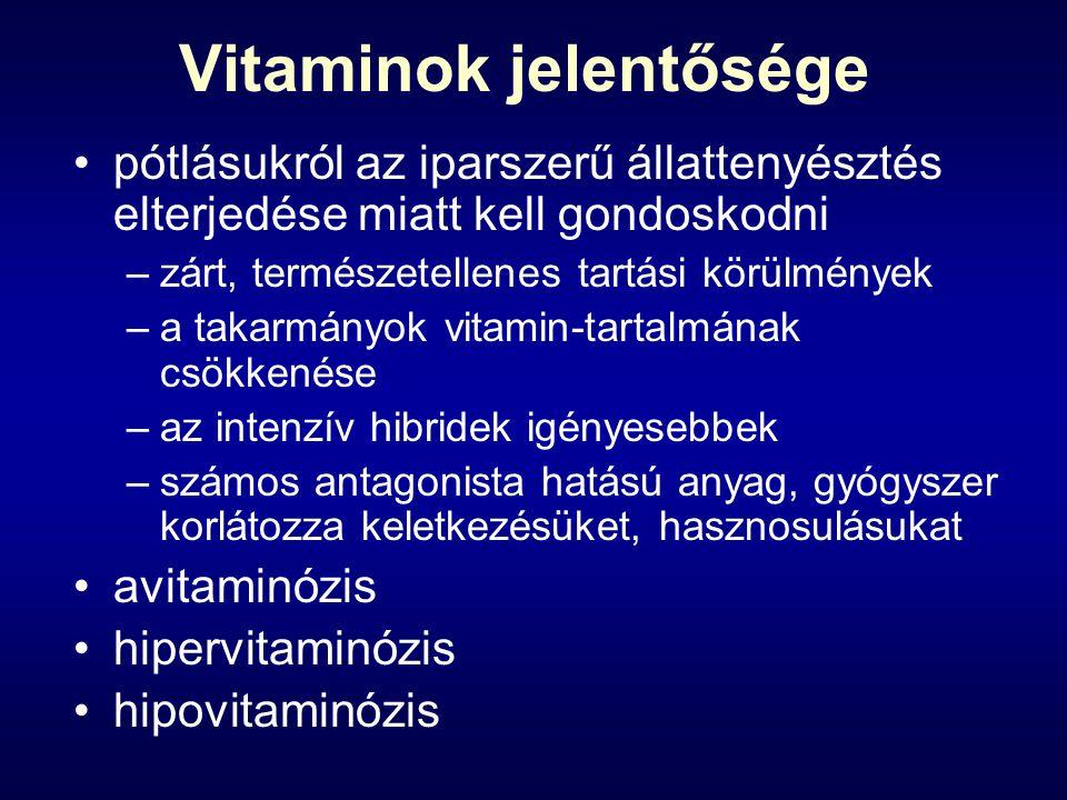 Vitaminok jelentősége pótlásukról az iparszerű állattenyésztés elterjedése miatt kell gondoskodni –zárt, természetellenes tartási körülmények –a takarmányok vitamin-tartalmának csökkenése –az intenzív hibridek igényesebbek –számos antagonista hatású anyag, gyógyszer korlátozza keletkezésüket, hasznosulásukat avitaminózis hipervitaminózis hipovitaminózis