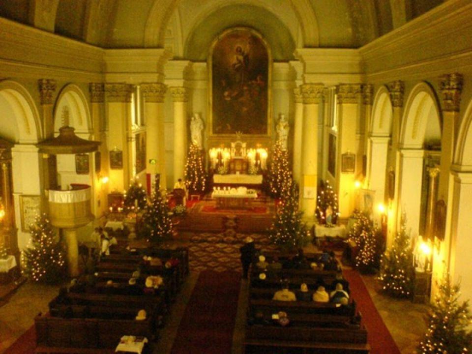 A szent mise: Magyarországon a katolikus keresztények számára Jézus születésnapjának fénypontja a karácsonyi misén való részvé- tel (24-én éjfélkor va