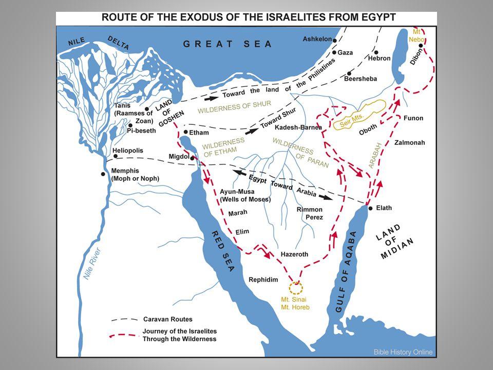 K INYILATKOZTATÁS A S ÍNAI - HEGYEN (S ÍNAI TEOFÁNIA ) Jahve szabadító Istenként nyilatkoztatja ki magát az izraelitáknak és szövetséget köt velük → a bibliai hagyomány szerint ez a Jahve tisztelet kezdete Izraelben - előzménye Isten kinyilatkoztatja magát Mózesnek, a korai Izrael vezetőjének Mózes neve egyiptomi név (vö.: Tuthmozisz) kapcsolatban állt a midianitákal (ide menekül, felesége midianita nő), az ő területükön ismeri meg Jahvét, akinek a nevében indítja népét menekülésre Isten neve: Jahve / יהוה/ J HWH (szent tetragrammaton); rövid forma: יה [yah] (az ún.