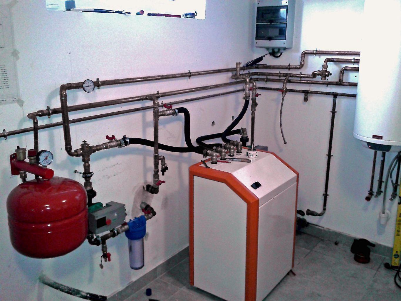 Hőszivattyú A hőszivattyú olyan, mint egy hűtőgép, amely hűteni és fűteni is tud.