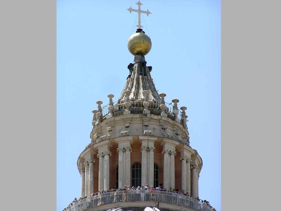 Bazilika kupolája éjjel