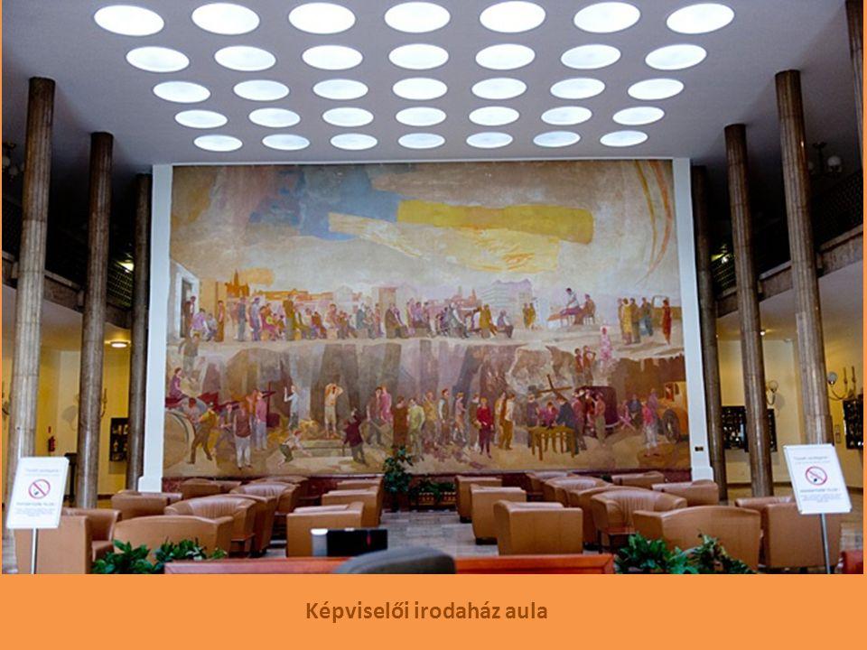 Képviselői irodaház aula