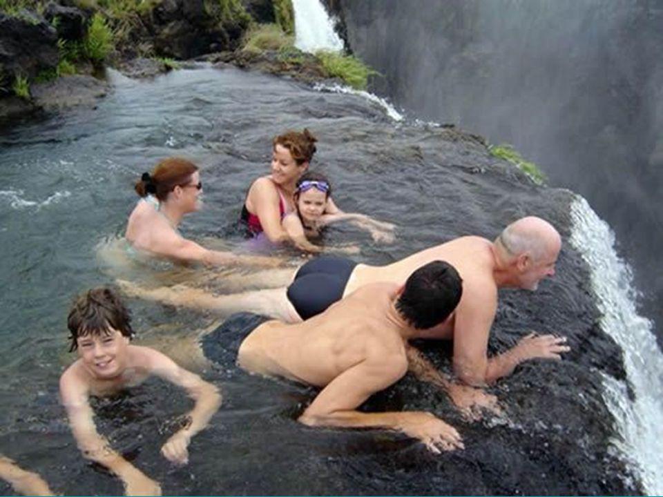 A vízesés legizgalmasabb része az ördög úszómedencéje, másik nevén a fortyogó üst.