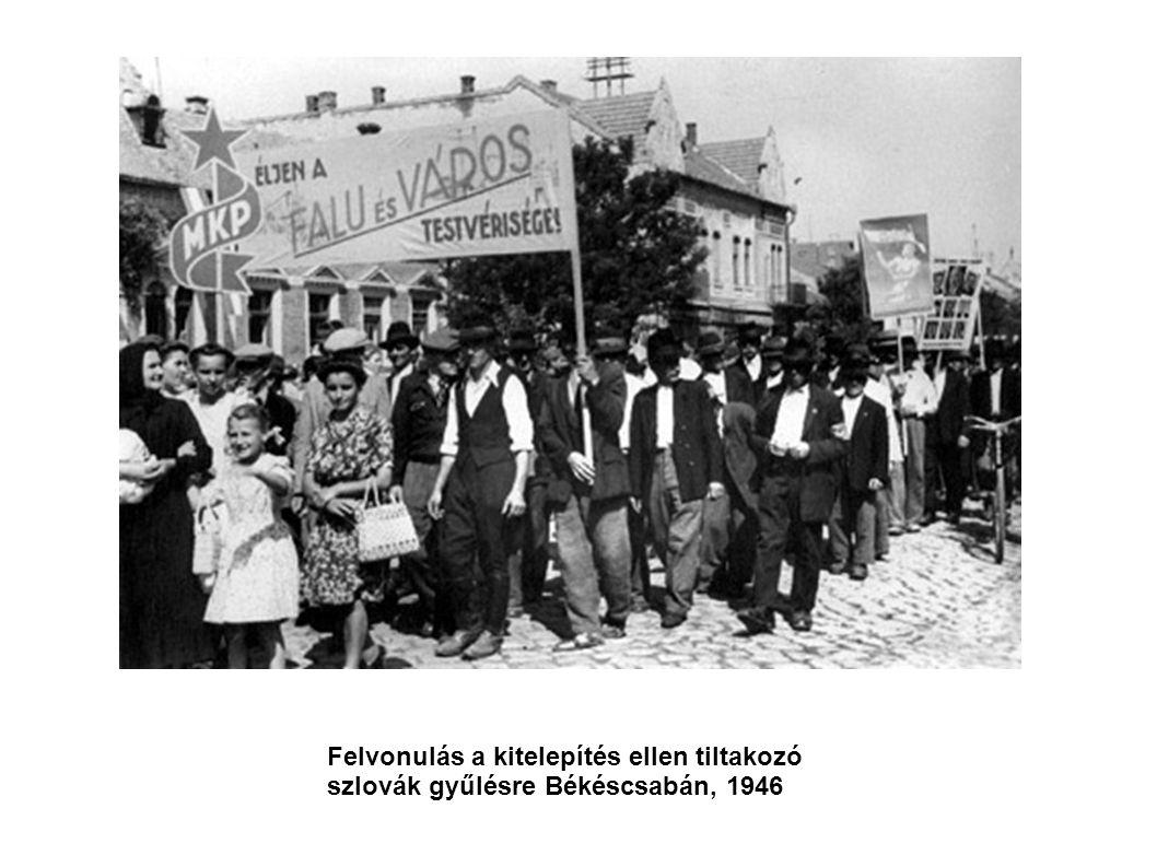 Felvonulás a kitelepítés ellen tiltakozó szlovák gyűlésre Békéscsabán, 1946