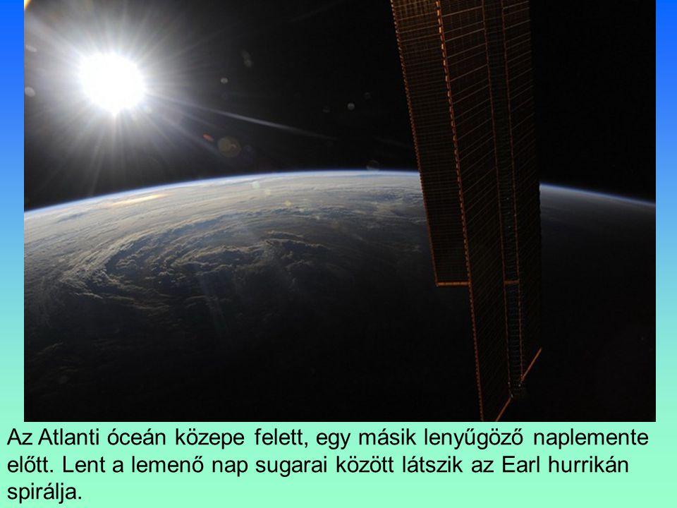A napfény tökéletes tükröződése a Földközi tenger keleti részén.