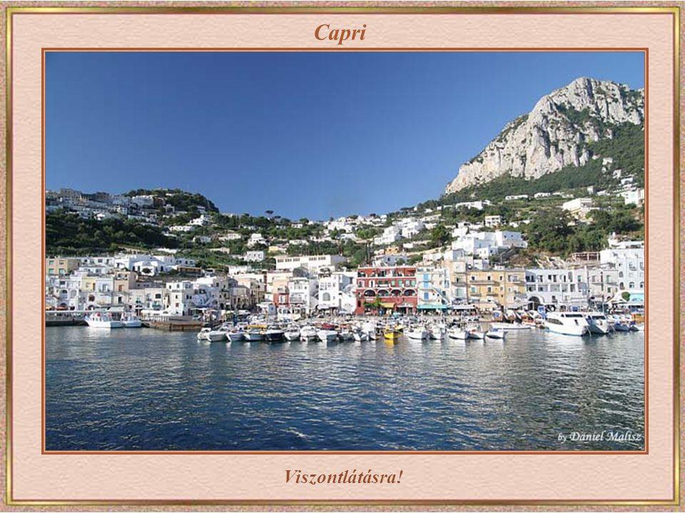 Capri A kábelvasút, háttérben a Marina Grande, a kikötő.