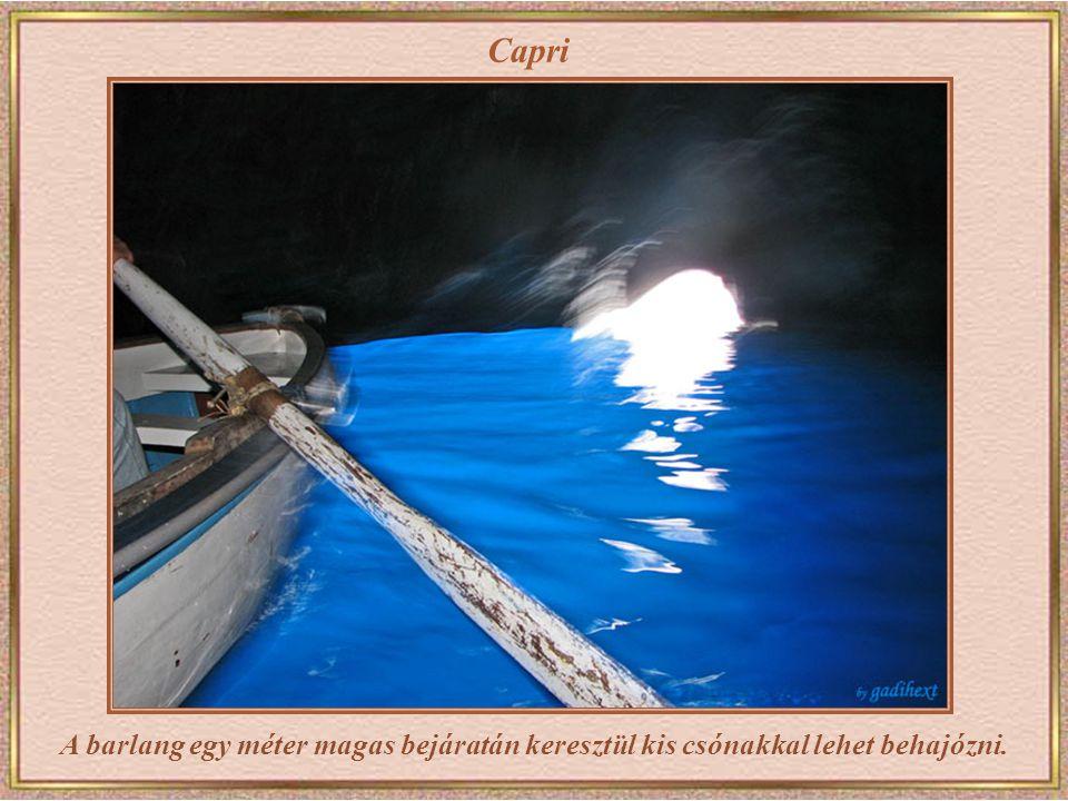 Capri Kígyózik a sor a barlang bejárata előtt. Mindenkinek ugyanaz a célja – a barlang belseje.