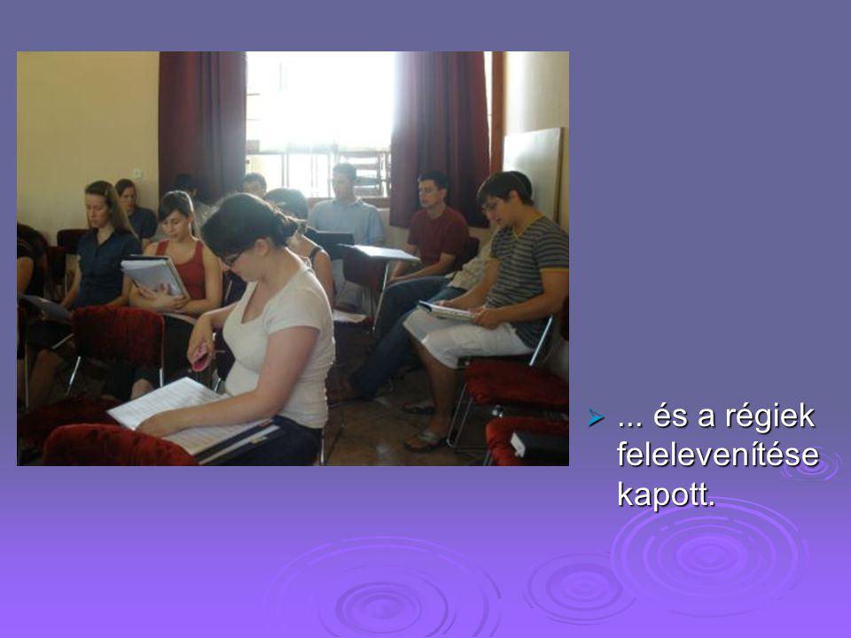 Hogy mit csináltunk !  Főszerepet a gyakorlás, új énekek tanulása...