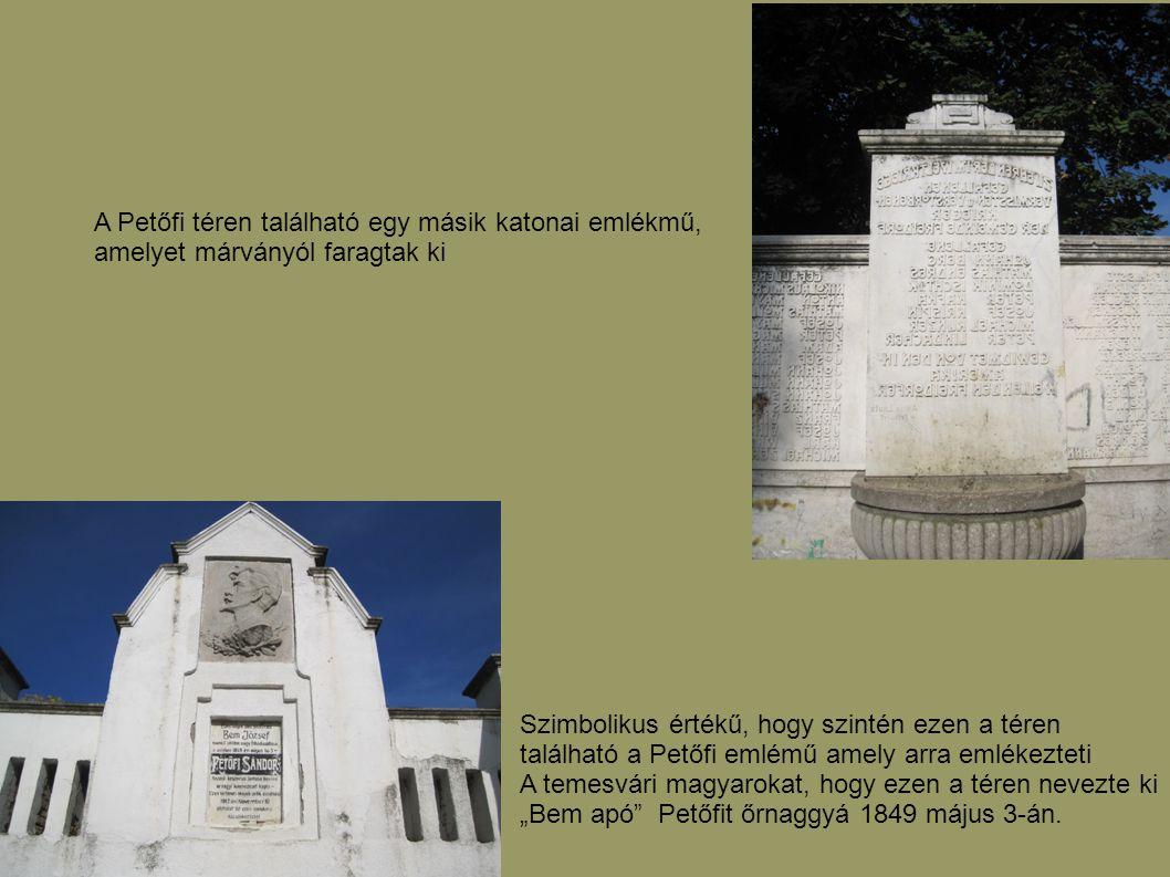 A Petőfi téren található egy másik katonai emlékmű, amelyet márványól faragtak ki Szimbolikus értékű, hogy szintén ezen a téren található a Petőfi eml