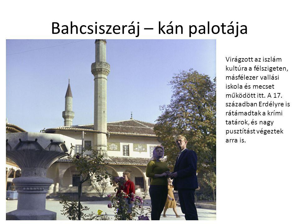 Bahcsiszeráj – kán palotája Virágzott az iszlám kultúra a félszigeten, másfélezer vallási iskola és mecset működött itt. A 17. században Erdélyre is r