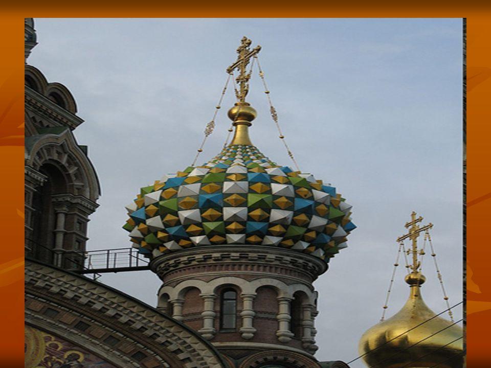 A Gribodejon-csatorna közelében álló templom Szentpétervár egyik legszebb épülete.