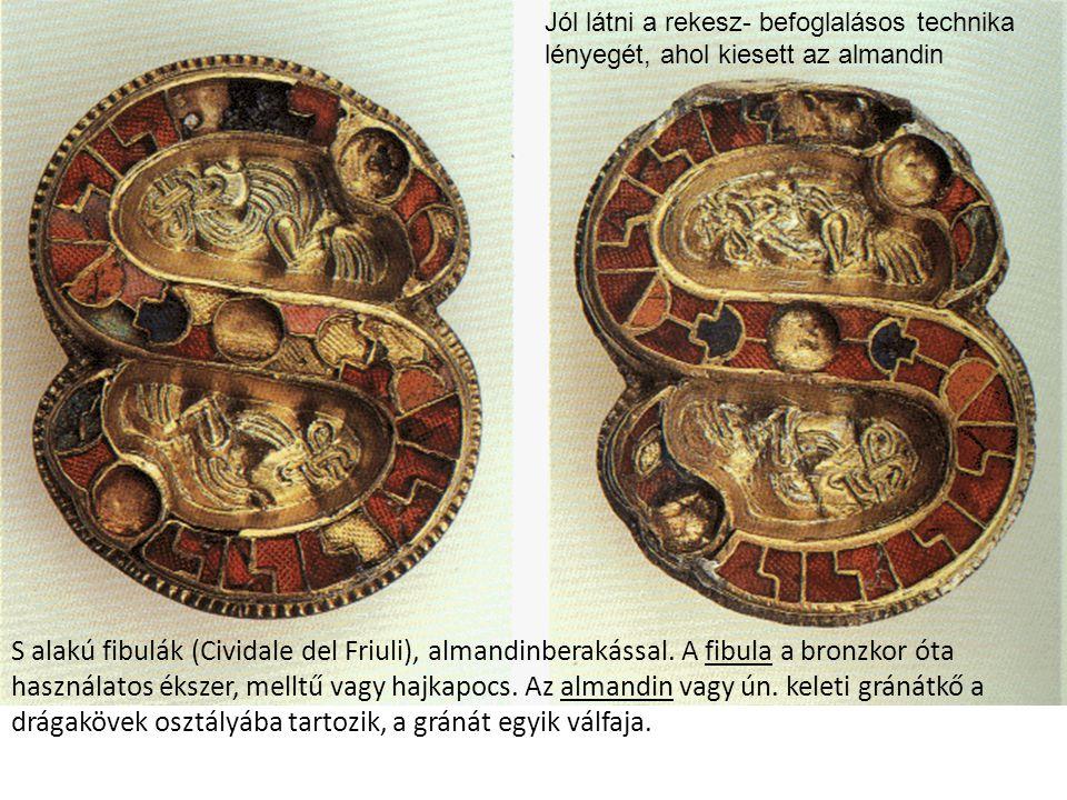 S alakú fibulák (Cividale del Friuli), almandinberakással. A fibula a bronzkor óta használatos ékszer, melltű vagy hajkapocs. Az almandin vagy ún. kel