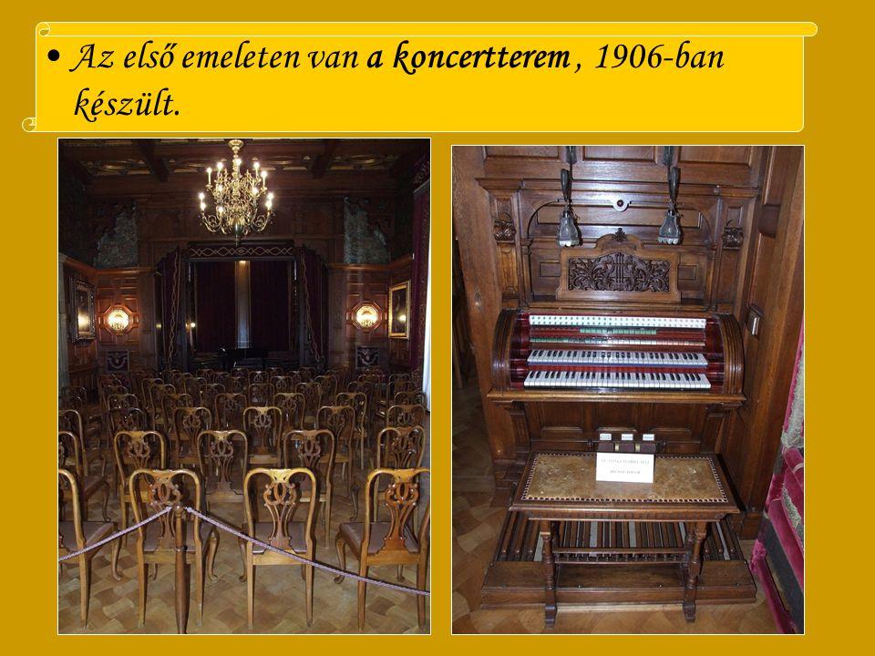 található. XIV. Lajos stílusban kialakított Színházteremben 60 hely és a királyi páholy taláható