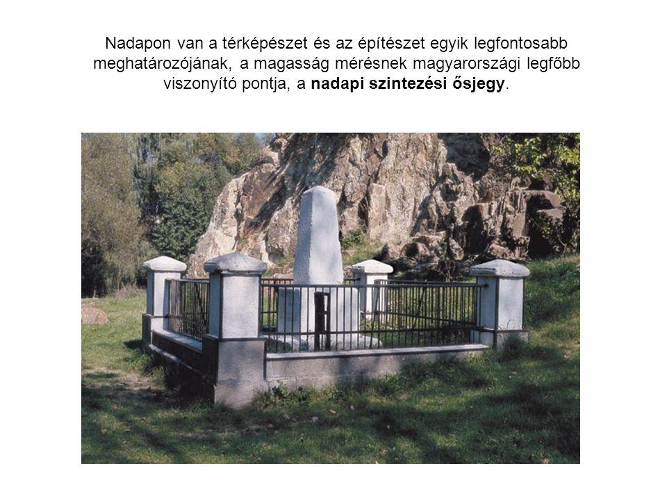Nadapon van a térképészet és az építészet egyik legfontosabb meghatározójának, a magasság mérésnek magyarországi legfőbb viszonyító pontja, a nadapi s