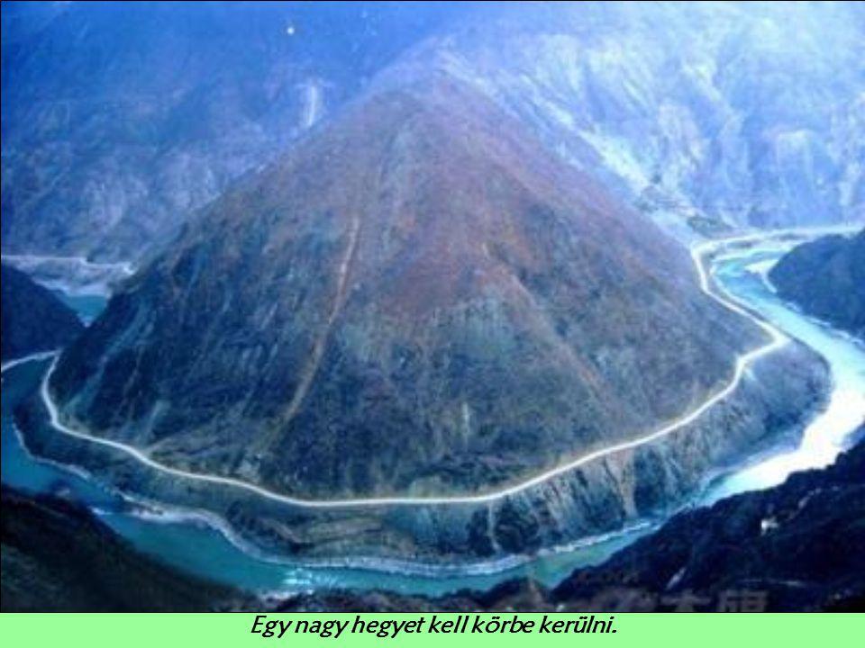 A hegy mindössze 7 mérföldre (11 km) a várostól.