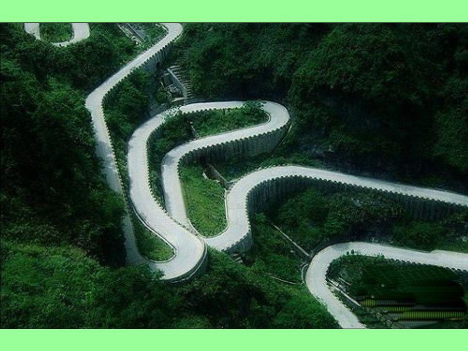 Az út meredeken emelkedik, a hegy emelkedése szerint. A 99-es kanyarban szoros kapcsolat van egymással, így mint a sárkány repül ő körözés, eléri a lá