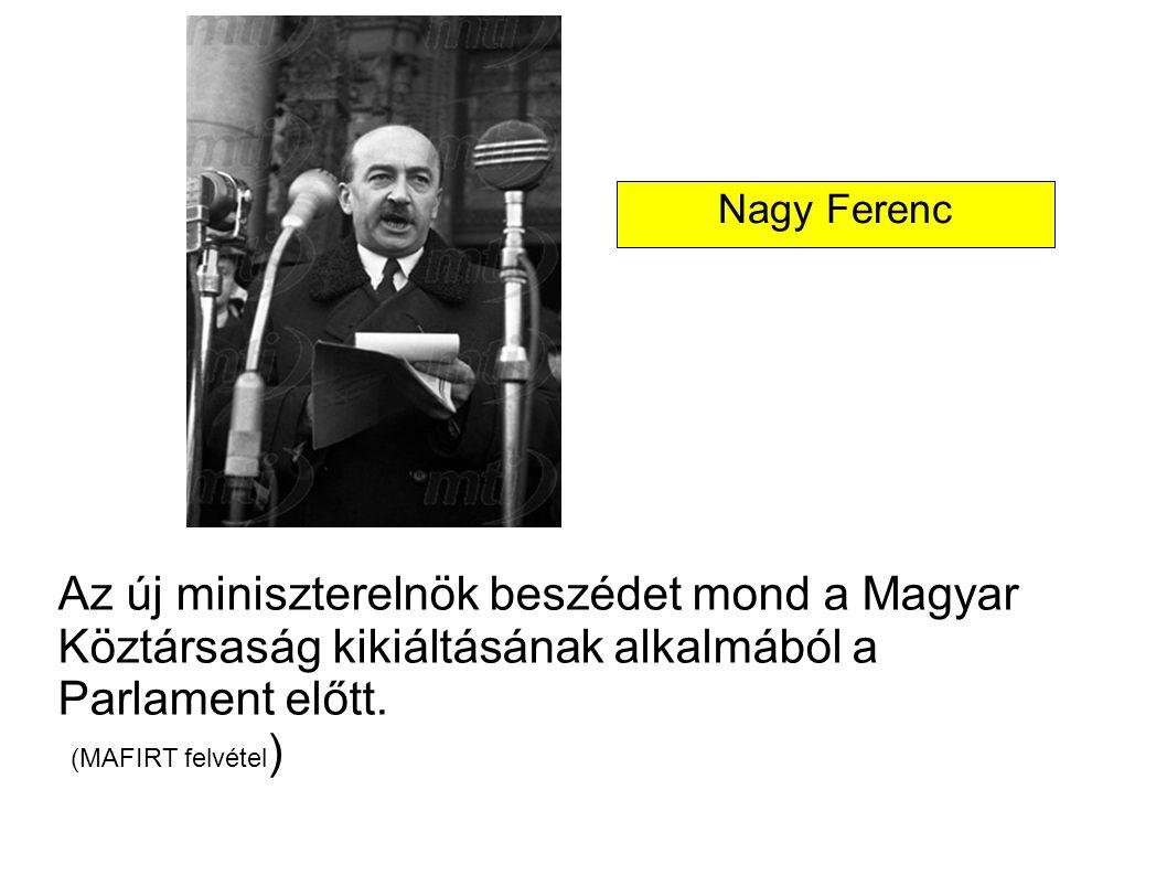 Az új miniszterelnök beszédet mond a Magyar Köztársaság kikiáltásának alkalmából a Parlament előtt. (MAFIRT felvétel ) Nagy Ferenc