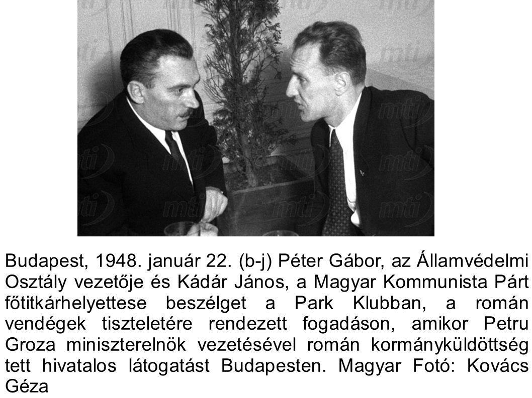 Budapest, 1948. január 22. (b-j) Péter Gábor, az Államvédelmi Osztály vezetője és Kádár János, a Magyar Kommunista Párt főtitkárhelyettese beszélget a