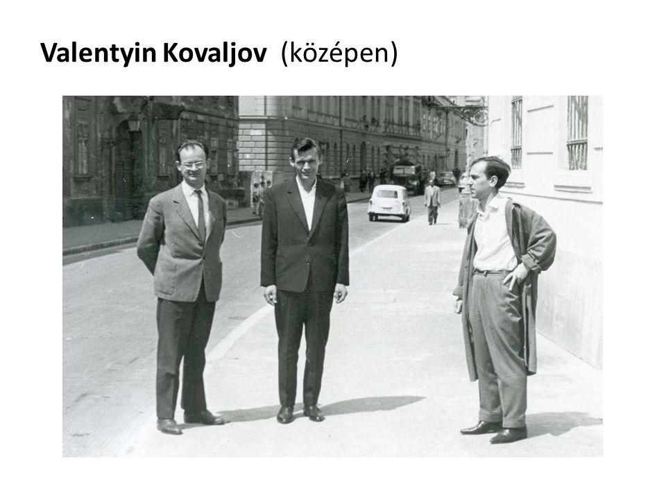 Valentyin Kovaljov (középen)