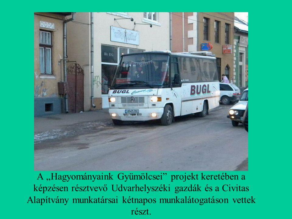"""A """"Hagyományaink Gyümölcsei projekt keretében a képzésen résztvevő Udvarhelyszéki gazdák és a Civitas Alapítvány munkatársai kétnapos munkalátogatáson vettek részt."""