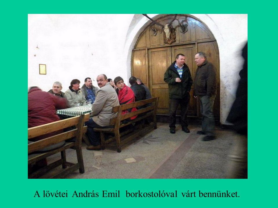 A lövétei András Emil borkostolóval várt bennünket.