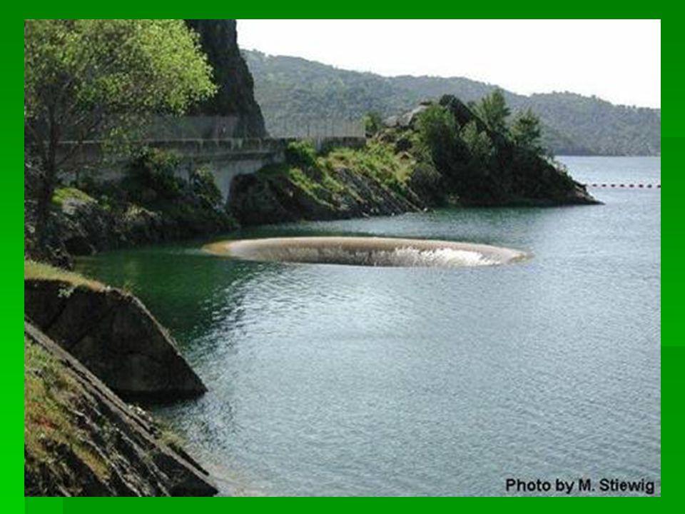 Dicsőség Lyuk-Monticello Víztározó, Kalifornia  A víztározó leeresztéséhez működtetik.