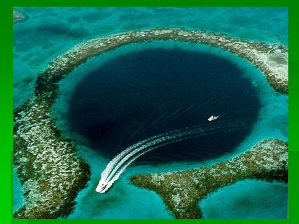 Nagy Kék Lyuk, Belize  Ez a hihetetlen földrajzi jelenség 60 mérföldre van Belizetől (Közép-Amerika).
