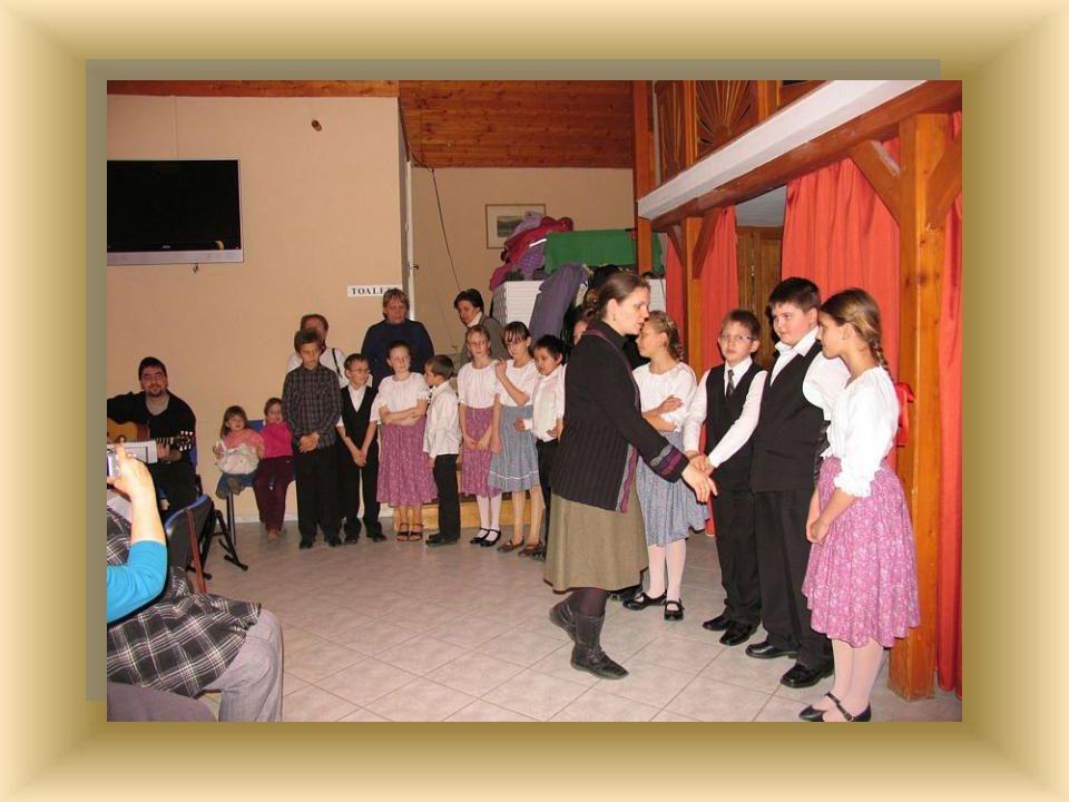 A 3-4. osztályosok tánccal köszöntötték a vendégeket.