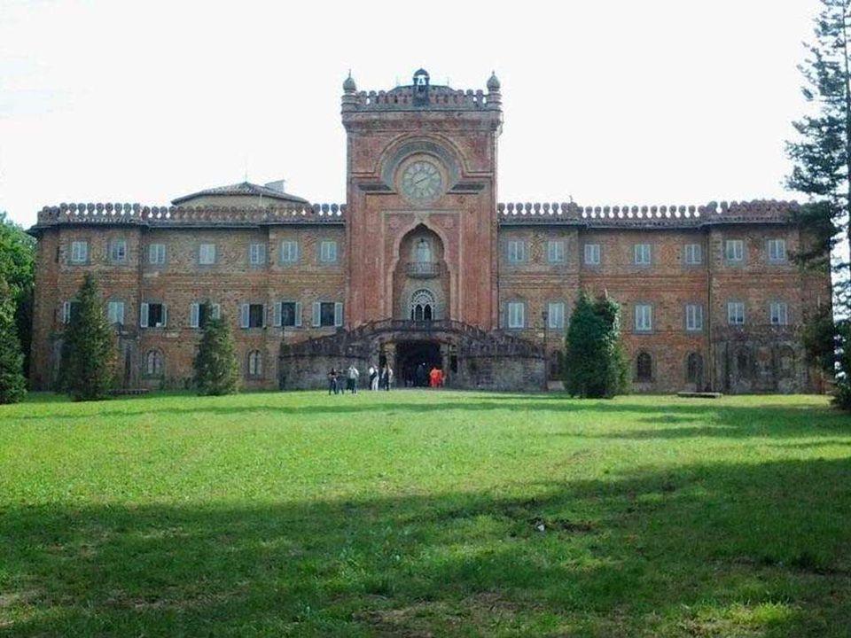 Sammezzano kastély, Toszkána, Olaszország Az extravagáns rezidencia, a Sammezzano kastély egy domb tetején épült Toszkánában, Észak-Olaszországban.