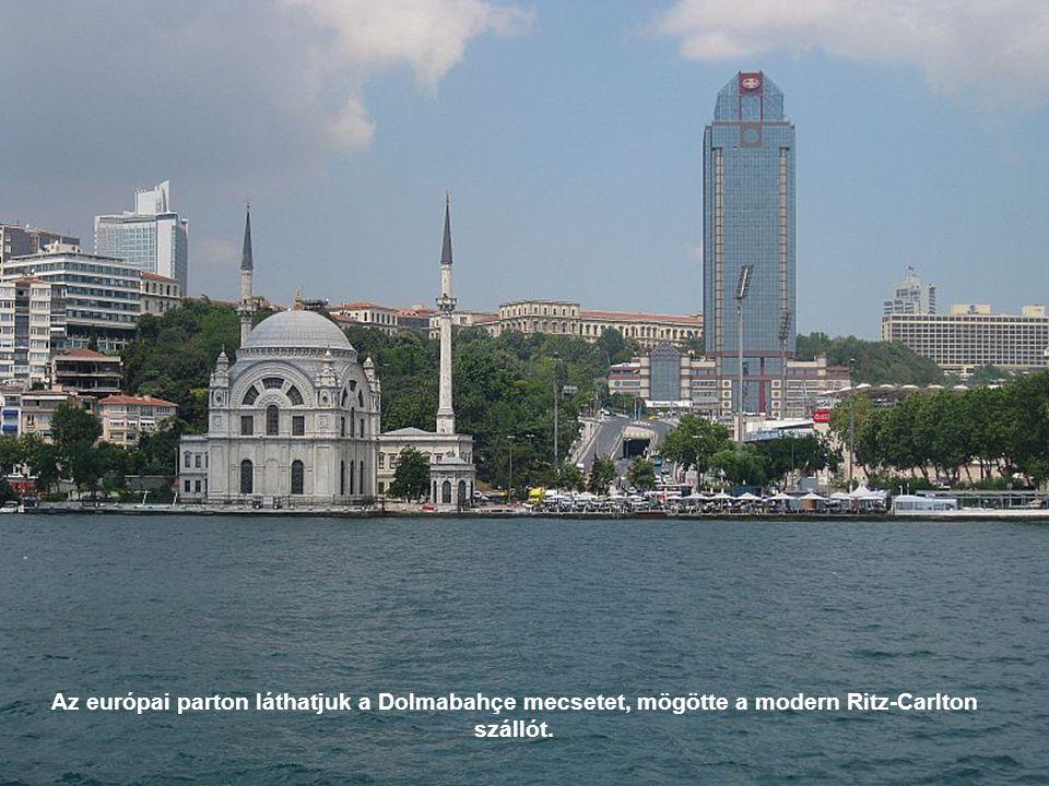 Az ázsiai parton van a Şemsi Paşa-mecset, melyet a XVI. században emelt a neves építész, Szinán.