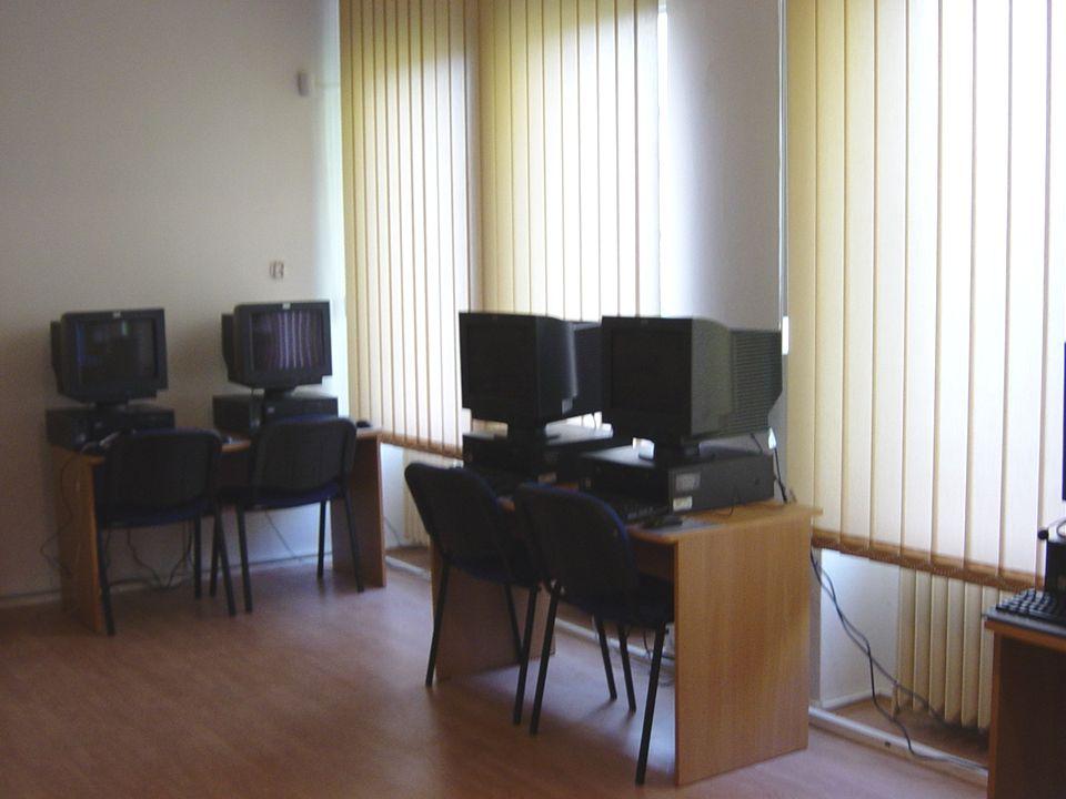 A KÉT SZÁMÍTÓGÉPES TANTEREM  Tantermenként 12 gép várja a diákokat Az oktatás osztott csoportokban történik a két tanteremben