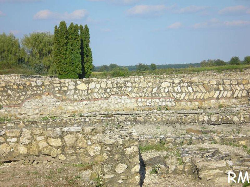A III.század utolsó éveiben ismét központi akaratból épült újjá a város.