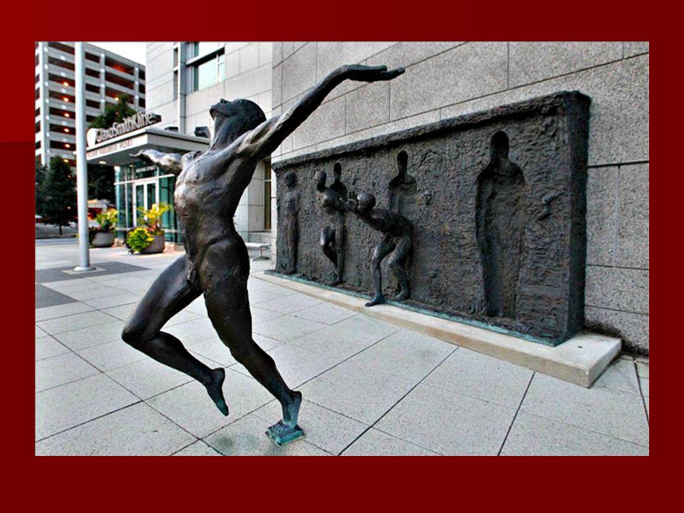 """Egy másik köztéri szobor a GlaxoSmithKline gyógyszeróriás központi épülete előtt található. Az alkotás neve """"Freedom"""" – Szabadság. Egy másik köztéri s"""
