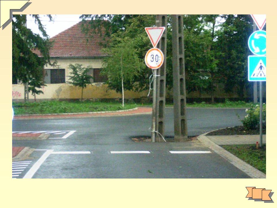 Oszlop elhelyezés szabályai Távolságtartás erősáramú hálózattól pl.: utca túlsó oldalán Közlekedési szokások figyelembevétele Közművek figyelembevétele (víz, csatorna, gáz) (lakók) esztétikai szempontok Ferde bekötések kerülendők