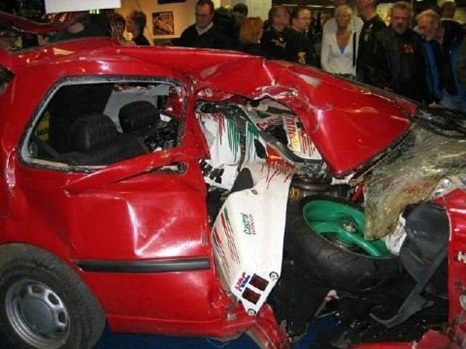 A csendőrség a két járművet a baleset utáni, változatlan állapotban kiállította a motoros-szalon biztonsági standján, elrettentő például azoknak, akik