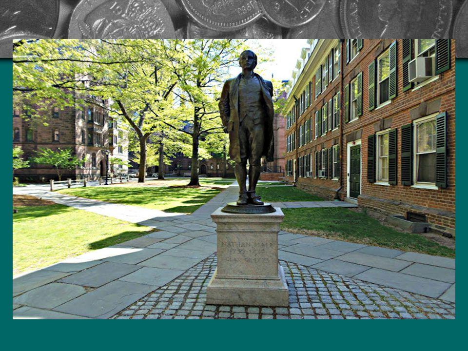Szintén itt láthatjuk a függetlenségi háború hősének tartott Nathan Hale szobrát, aki az első amerikai kém volt. A britek ellen kellett volna kémkedni