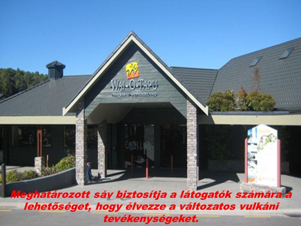 Meghatározott sáv biztosítja a látogatók számára a lehetőséget, hogy élvezze a változatos vulkáni tevékenységeket.